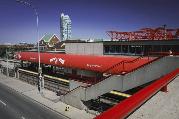 Calgary_Transit_1.jpg
